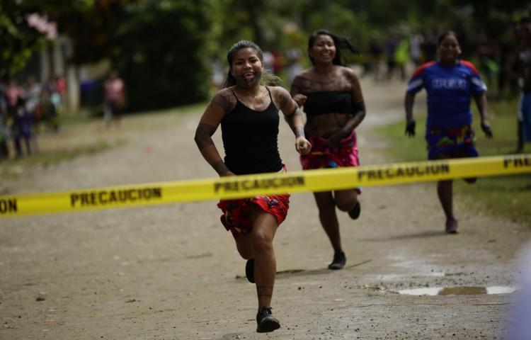 Honor y tradición, preseas de los juegos ancestrales de los emberá de Panamá