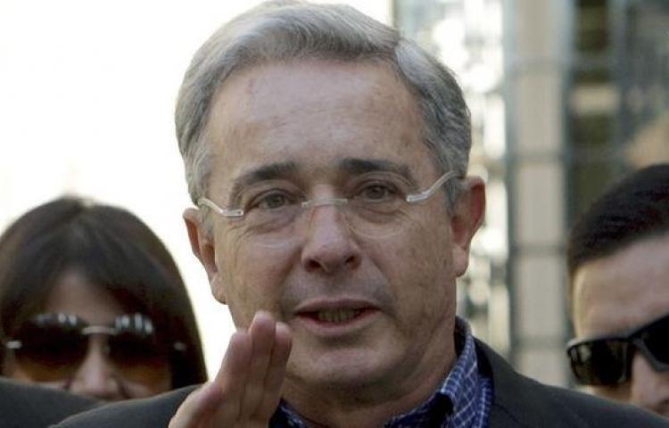 Expresidente Uribe da marcha atrás y frena su renuncia al Senado