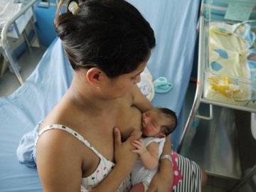 Gobierno pide a esposos y empleadores apoyar la lactancia materna