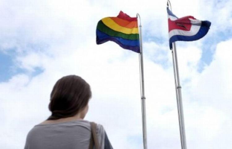 Dan 18 meses para aprobar unión gay