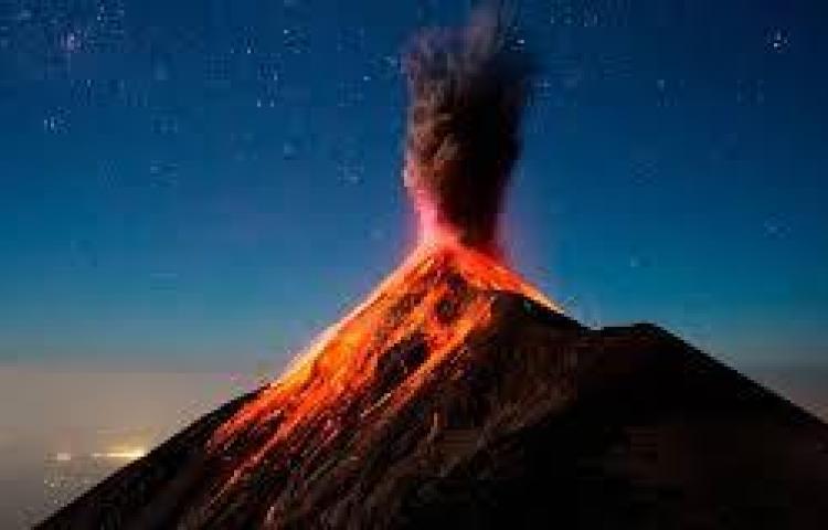 La lava sigue botando del volcán Pacaya