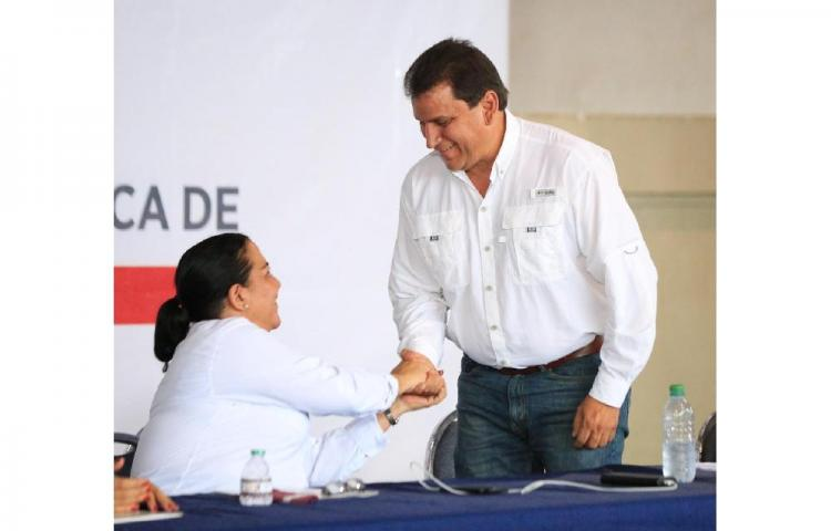 Designan aRicardo Pinzón como ministro encargado del Meduca