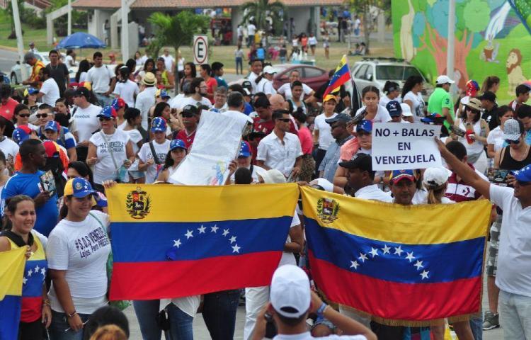 Piden permitir el ingreso de venezolanos en Perú
