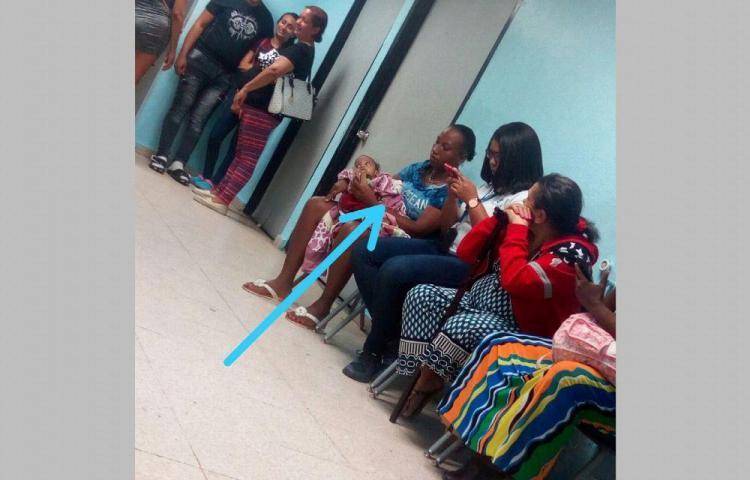 Niño que fue hallado sólo en Colón presenta desnutrición
