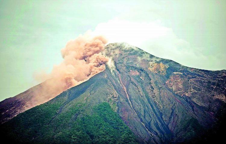 Volcán de registra 19 explosiones
