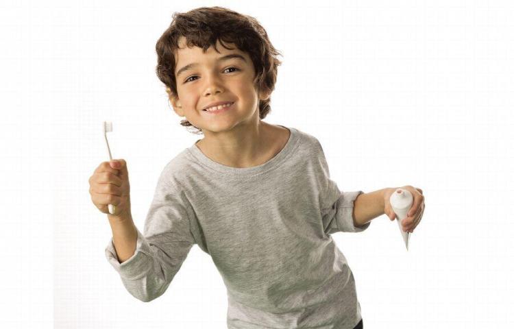 Proteja los primeros dientes del niño