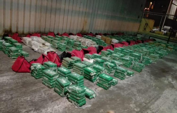 Decomisan 847 paquetes de droga en un puerto del Caribe de Panamá