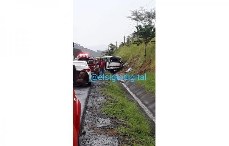 Un muerto y varios heridos deja accidente de bus coaster en Chiriquí