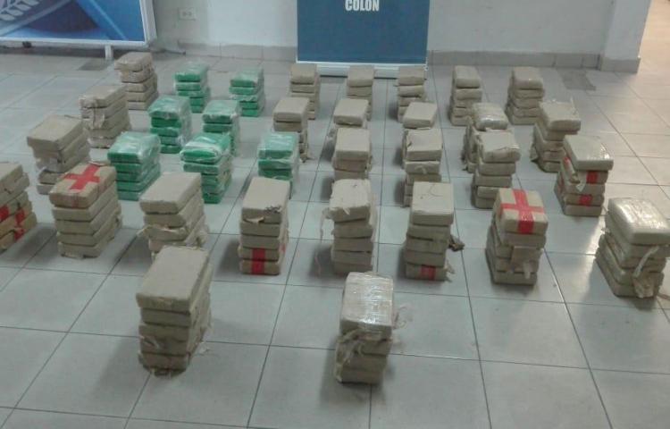 Cae ambulancia cargada de presunta droga en Colón
