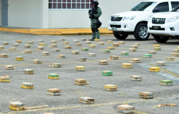 Se decomisan 22 paquetes de presunta sustancia ilícita