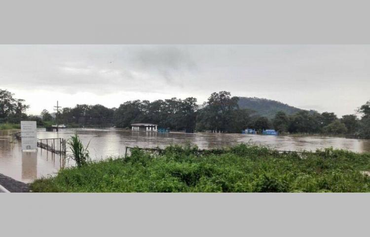 Dos distritos afectados por desbordamientos