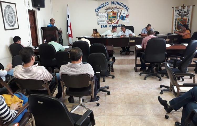 Cansados de la borrachera y los escándalos sancarleños acuden al Consejo Municipal