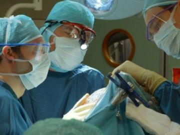 Extirpan por error un riñón sano a un niño con cáncer en Bolivia