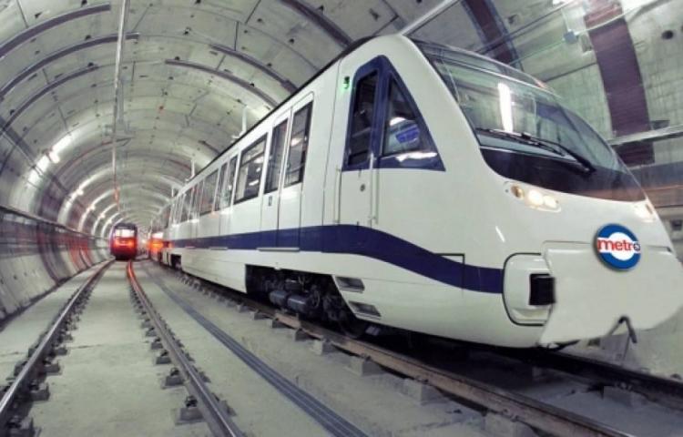 El primer tren del metro llega hasta Quito