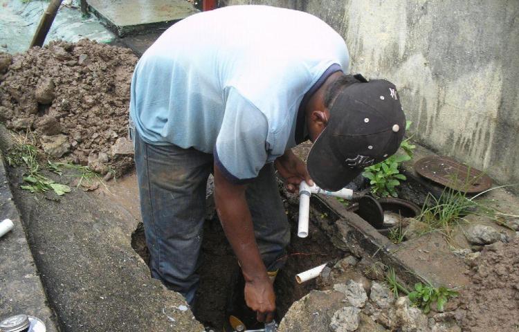 En Colón, le cortarán el agua a comercios por deuda de $270 mil