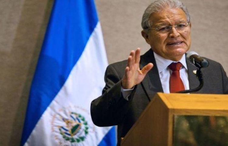 """Presidente de El Salvador declara a capital """"libre de analfabetismo"""""""