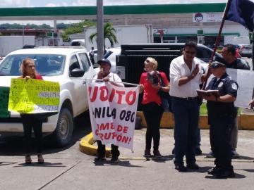 Piden derogación de ley que ofrece permisos de trabajos a venezolanos asilados