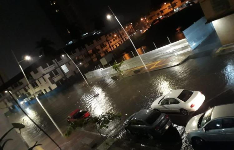 Intensa lluvia inunda nuevamente las calles de la ciudad