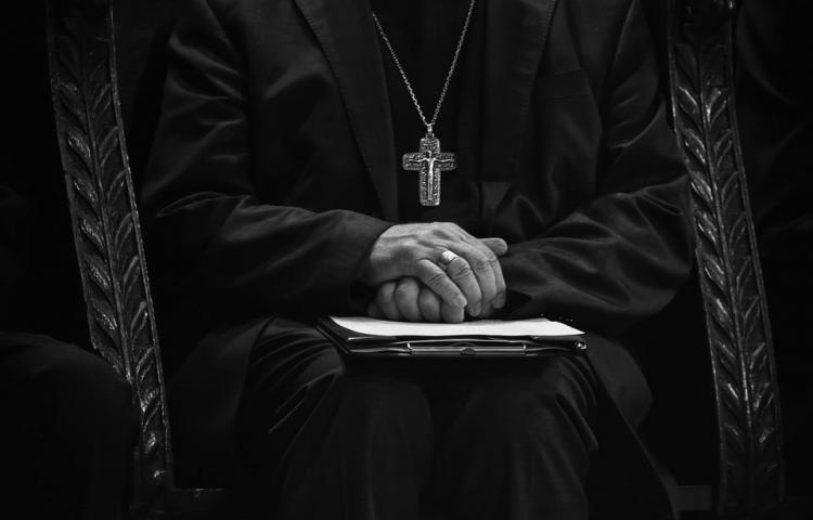Fiscalía allana cuatro obispados en Chile por casos de abusos