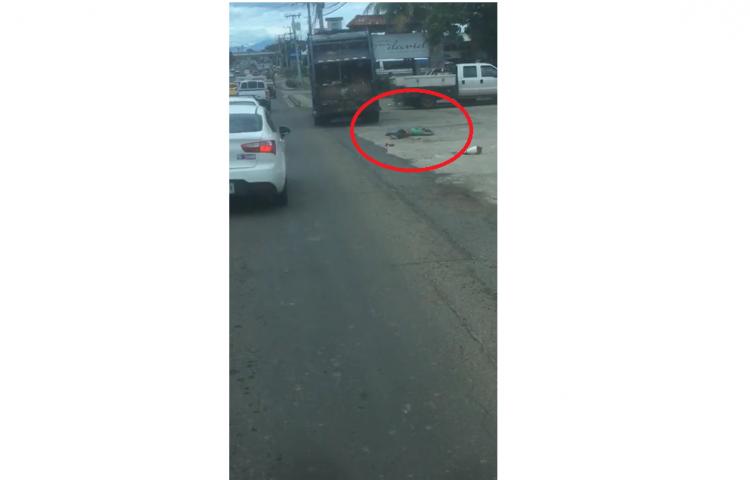 Una persona queda aplastada por el conductor de un camión recolector de basura