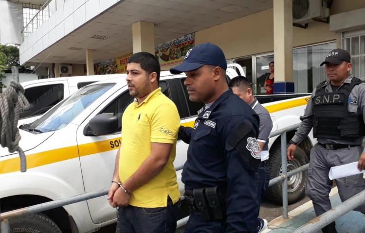 Confirman detención de taxista que atropelló a unidad del tránsito en La Chorrera