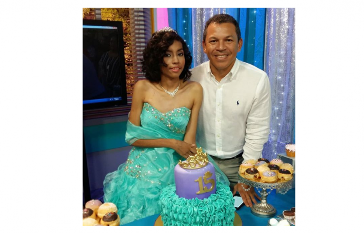 Celebran los 15 años de Andrea, la niña que Luis Casis ayudó para que la operaran