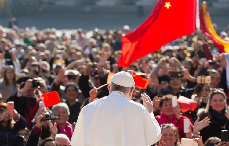 Vaticano y China firman un acuerdo provisional sobre nombramiento de obispos
