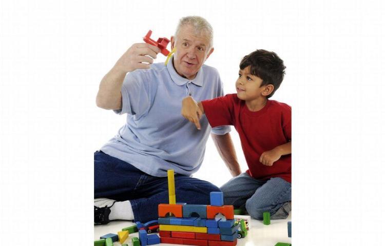Abuelos vuelven a ser padres con sus nietos