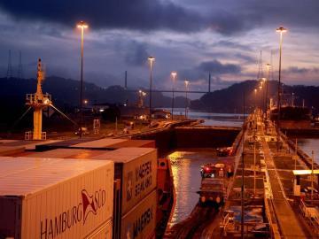 Canal de Panamá alcanza nuevo hito al transitar cuatro buques de GNL en un día