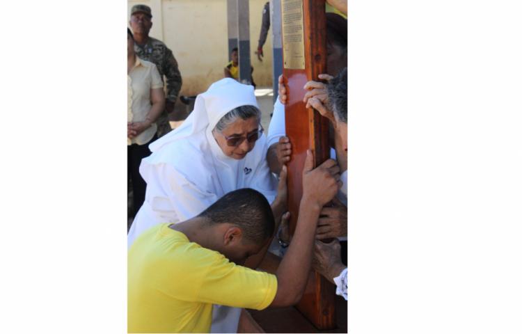 La Cruz Peregrina de la JMJ visitó la Cárcel Pública de Aguadulce