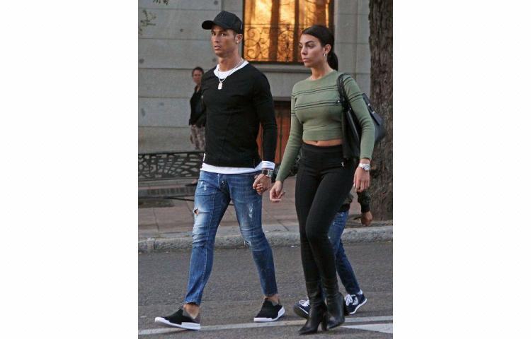 Ronaldo se refugia en Lisboa junto a su novia