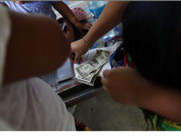 """Mujeres Emberá crearán """"primer banco"""" solo para indígenas panameños"""