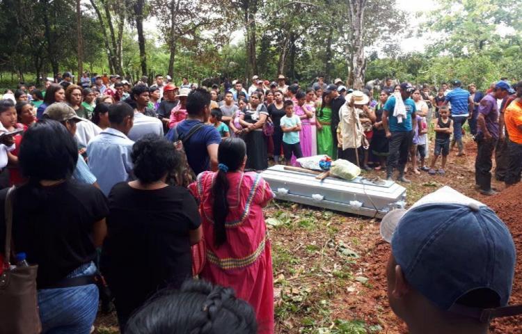 Último adiós a estudiantes que murieron en la comarca