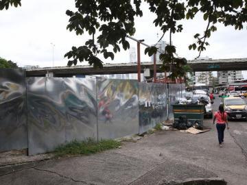 Artesanos de la plaza 5 de Mayo llevan más de 14 meses sin agua
