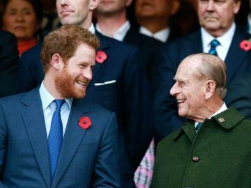 ¡Sorprendente! Foto demuestra que el príncipe Harry y su abuelo son idénticos