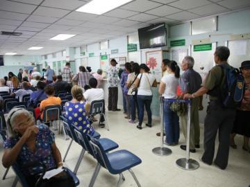 Varela espera opinión legal para decidir sobre ley que aumenta pensiones