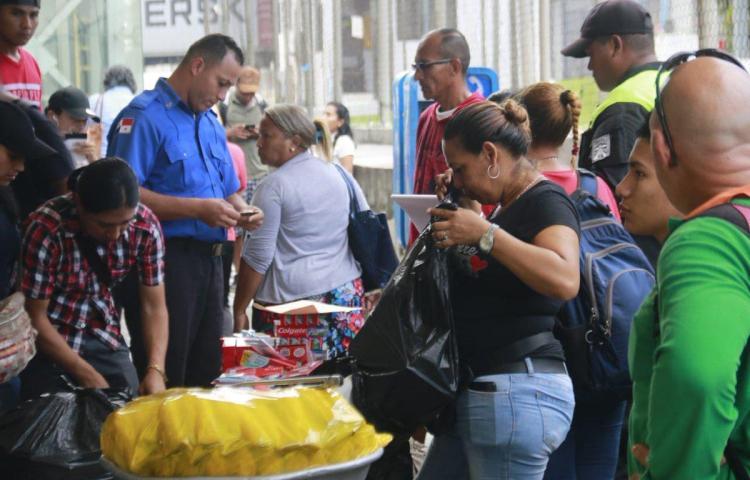 Los remueven de la estación de San Isidro