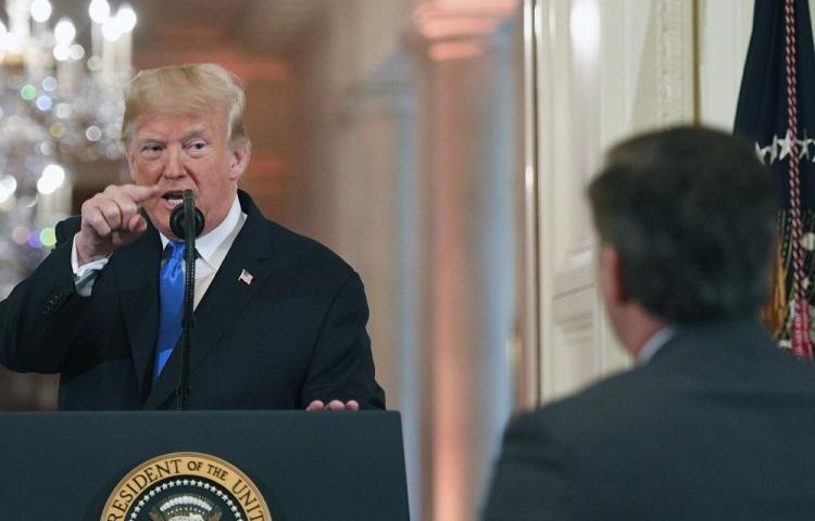 La Casa Blanca retira credencial a periodista de la CNN
