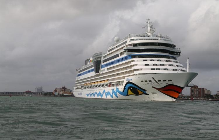 Alemanes en crucero llegan en noviembre a Colón 2000
