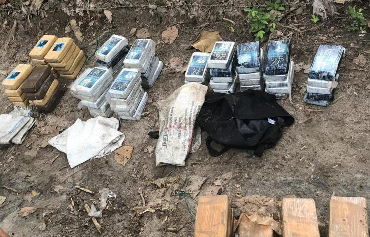 Aprehenden a 4 y decomisan 301 paquetes de presunta droga