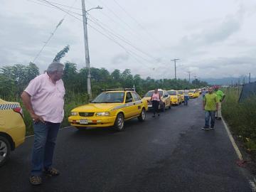 Hartos de los robos y asesinatos, taxistas de Chepo protestan con caravana