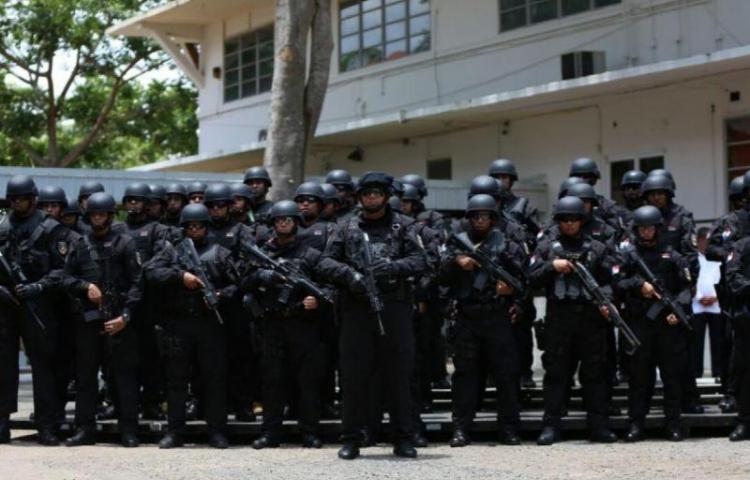 Doce detenidos en ciudad de Colón, en redada policial