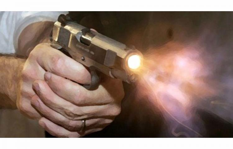 Taxista se cabreó y le dio bala a tres maleantes