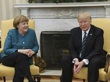 """Trump se reúne con Merkel y espera arreglar """"desequilibrio comercial"""" con UE"""
