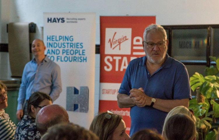 Empleados de marca de lujo británica Ted Baker acusan de acoso a su fundador