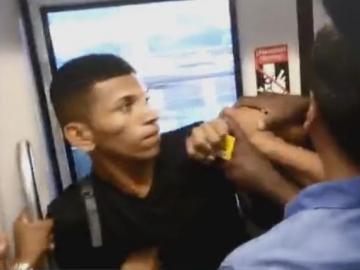 Casi linchan a ladrón de celulares en el Metro