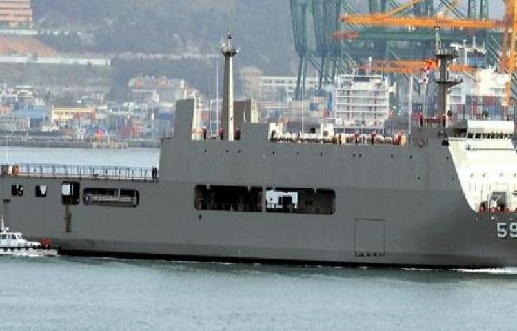 Dos embarcaciones de la marina de Corea del Sur atracan en Panamá