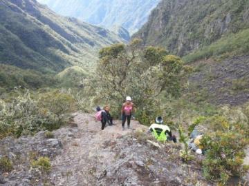 Rescatan a jóvenes lesionadas que descendían de la cima del volcán Barú