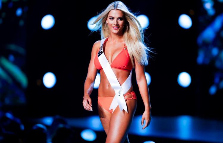 Miss EEUU se disculpa por reírse del bajo nivel de inglés de dos concursantes