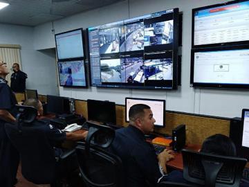 Altos delitos los obliga a vigilar a través de cámaras de vigilancia